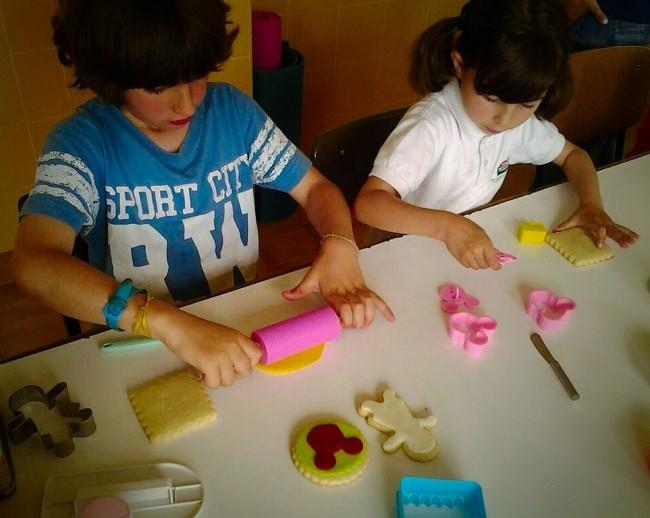 taller-galletas-niños-rodillo-metienestarta