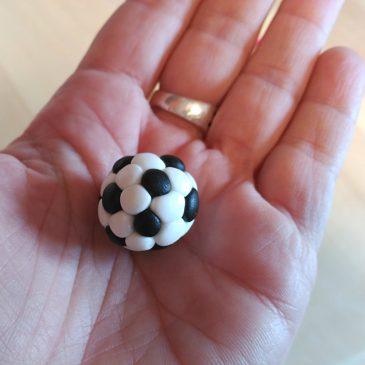 Paso a paso – Balón de fútbol de fondant